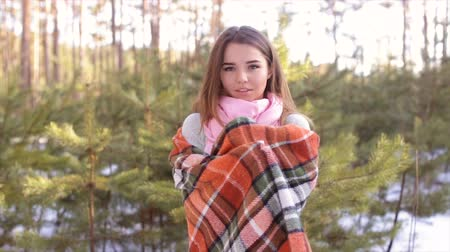 pléd : The girl who is wrapped up in a plaid in the wood in the winter. Stock mozgókép