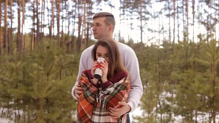 seni seviyorum : Happy couple in winter forest.Full hd video