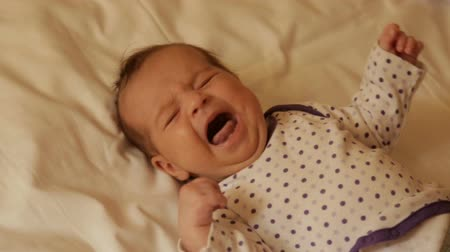 крик : Crying newborn baby