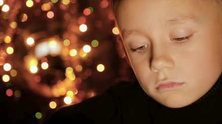 lightweight : Portrait of a child in the background of Christmas lights
