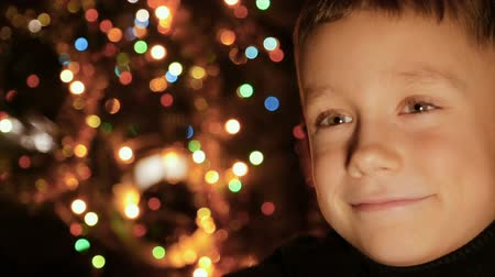 foco no primeiro plano : Portrait of a child in the background of Christmas lights
