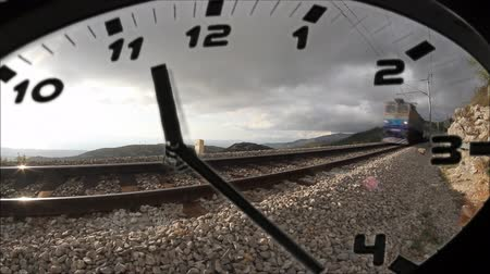 relógio : clock in time lapse sequence and train