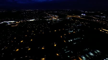 subúrbio : Aerial night view of residential suburban neighborhood with street lights and rooftops