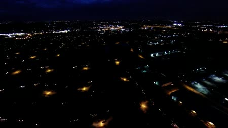 yerleşim : Aerial night view of residential suburban neighborhood with street lights and rooftops