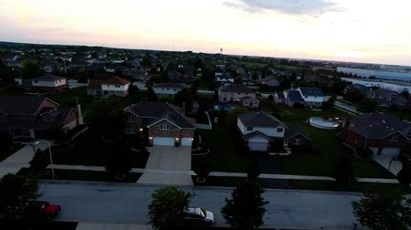 yerleşim : Aerial view houses in residential suburban neighborhood with backyard landscape and rooftops Stok Video