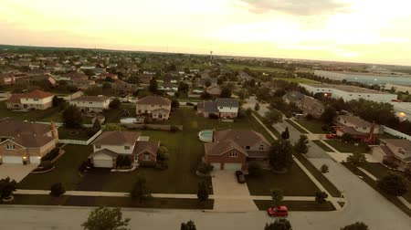 arrabaldes : Aerial view houses in residential suburban neighborhood with backyard landscape and rooftops Vídeos