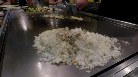 cozinha japonesa : Chef cook preparing Japanese food on Teppanyaki grill table