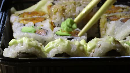 cozinha japonesa : Eating sushi in carry out container with chopstick from Japanese restaurant