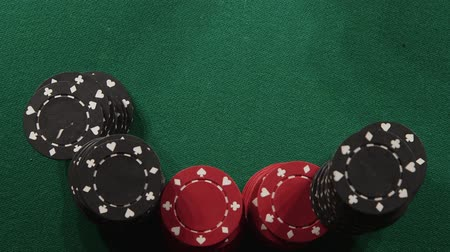 наркомания : Two rolling white dice on casino table - Gambling addiction concept