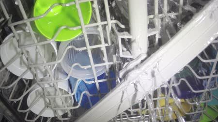 máquina : Interior view dishwasher cleaning a full load of dishware