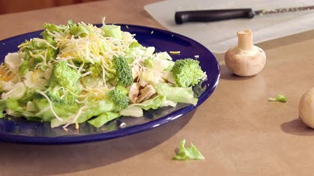 ebéd : Preparing dinner salad cutting lettuce and fresh vegetables with a knife