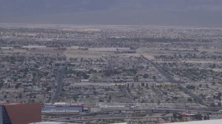 Aerial view from above looking at buildings, mountains and streets of Las Vegas, Nevada, USA Vídeos