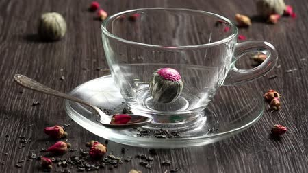 herbal : Green tea ball dropdown into glass cup
