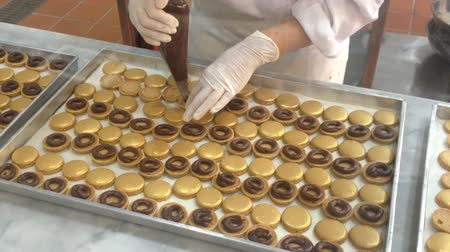 macarons : Golden Macarons Making