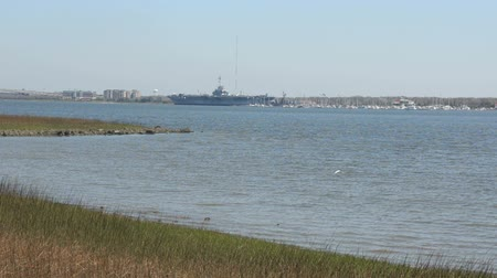 délre : View across the bay near historic Charleston South Carolina with aircraft carrier museum on distant shore
