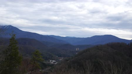 füstös : Timelapse of clouds passing over the Smoky Mountains near Gatlinburg Tennessee