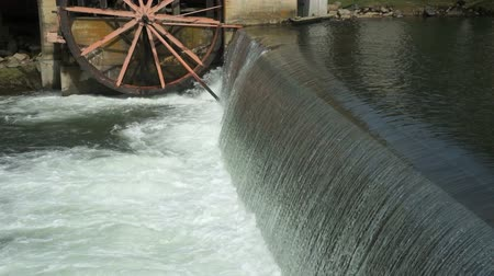 natura : Side view of the a mill dam on the little pigeon river in Pigeon Forge Tennessee