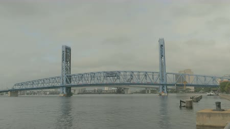 çizmek : The main street bridge in downtown Jacksonville, Florida closed for maintenance Stok Video
