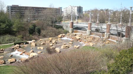 adil : Man made river and waterfall near the Convention Center in downtown Knoxville Tennessee Stok Video