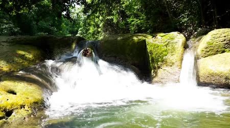 regenwald : Landschaft Video, Chet Sao Noi Wasserfall Nationalparkl im Regenwald in Saraburi Provinz, Thailand Videos