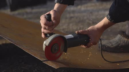 metal işi : Man is cutting a piece of iron with a saw for metal, slow motion Stok Video