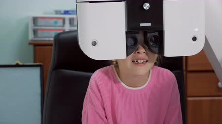 nearsightedness : Close up of a little girl an eyes test in before the new school year. Stock Footage