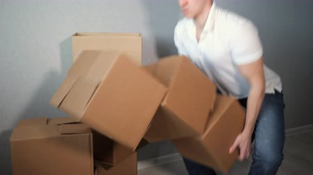 összeállít : slow motion of man takes a lot of cardboard box and falling Stock mozgókép