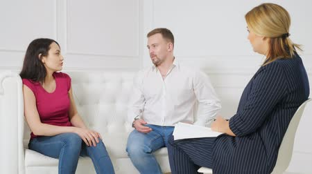 psychotherapist : Young couple at a reception with a psychologist.