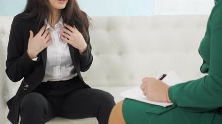 çözme : hands of anxious woman talking with psychologist. anxiety, depress Therapy session