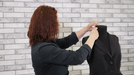 гладильный : Sewing products in tailoring business. Seamless working ironing vest on mannequin with steam in tailoring workshop. Fashion designer at work steams clothes with iron. Clothing production. Стоковые видеозаписи