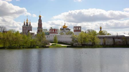 moskwa : Novodevichy Convent in Moscow , Russia. Was built in the 16th and 17th centuries