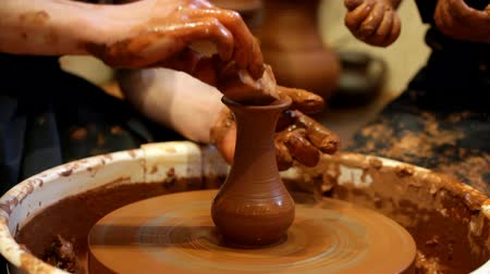 kézzel készített : potter trains the child to work on a potters wheel