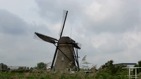 голландский : Beautiful landscape with windmills in Kinderdijk, Holland