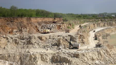 mayın : Production of a natural construction stone in an open pit. Working excavators. Stok Video