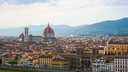 kasaba : Florence, river embankment of Arno and Cathedral of Santa Maria del Fiore