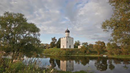 rusya : Church of the Intercession of the Holy Virgin on the Nerl River, Bogolubovo, Russia Stok Video
