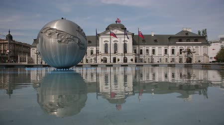Československo : Presidential palace in Bratislava, Slovakia reflected in the water of the fountain is not working