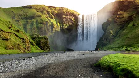 mocný : Famous Skogafoss waterfall. Popular tourist attraction. Location Skoga river, Iceland, Europe. Picturesque and gorgeous day. Unique place on earth. Explore the worlds beauty. Shooting in HD 1080. Dostupné videozáznamy