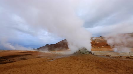 volkan : Ominous view geothermal area Hverir (Hverarond). Popular tourist attraction. Dramatic and picturesque scene. Location place Myvatn lake, Krafla, Iceland, Europe. Discover the world of beauty.