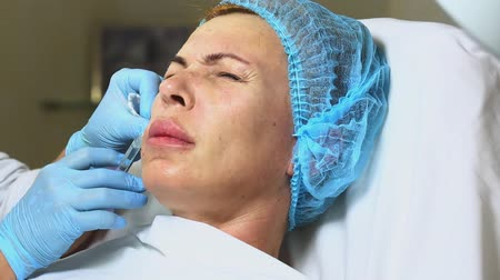 operacja plastyczna : Cosmetic treatment with injection in a clinic Wideo