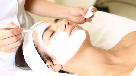 cuidados com a pele : woman passes treatment mask facial at the beauty salon