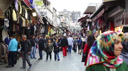 bazar : ISTANBUL, TURKEY - 8 OCTOBER, 2015: The streets of the old Grand Bazaar with stalls and people in Istanbul