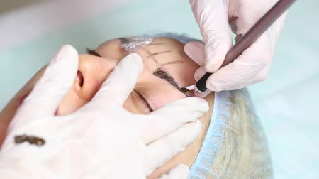 jehla : Mikrobleyding eyebrows workflow in a beauty salon