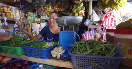 ground meat : El NIDO, PHILIPPINES - FEB. 4: Village Asian market for the sale of fruit and vegetables El Nido FEB. 4, 2016 in El Nido Philippines. Stock Footage