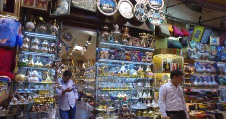 alku : ISTANBUL, TURKEY - JUNE 6, 2016: The central and largest city in the Grand Bazaar, with many shops and workshops: JUNE 6, 2016 in Istanbul, Turkey