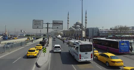 boynuzları : ISTANBUL, TURKEY - 7 APRL 2016: View the streets of Istanbul with a height of double decker bus: APRL 7, 2016 in Istanbul, Turkey