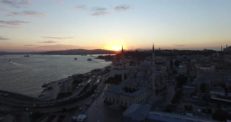 személyszállító hajó : ISTANBUL, TURKEY - OCTOBER 9, 2015: Dawn over the city of Istanbul panoramic view from the birds eye view: OCTOBER 9, 2015 in Istanbul, Turkey Stock mozgókép