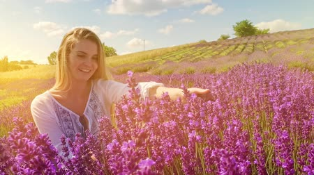 francja : Lovely young woman in lavender field at sunny day, freedom concept