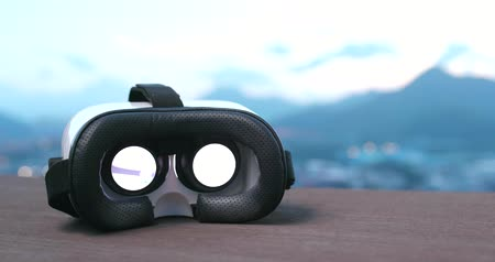 érzékelő : Virtual reality device playing video inside Stock mozgókép