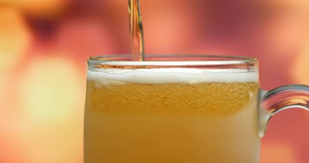 ale : Pouring beer into glass